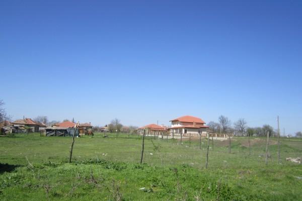 (Bulgarian) Дворно място с площ 1595 кв.м., с. Люляково, общ. Ген. Тошево, ID:1000/12