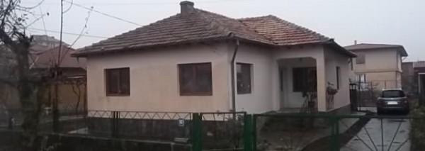 (Bulgarian) Къща с площ 177 кв. м. и Дворно място с площ. 1111 кв.м., гр.Балчик, ID: 1401/18