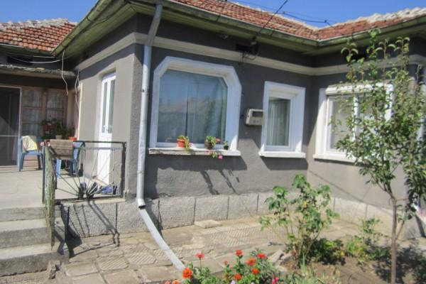 (Bulgarian) Къща с площ 38.90 кв. и кухня с площ 16 кв.м, гр. Генерал Тошево, ID: 1185/19