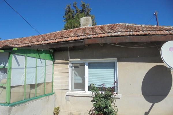 (Bulgarian) Къща с площ 60 кв.м. и Дворно място с площ 196 кв.м, идентификатор 35064.501.1521.1, гр. Каварна, ID: 584/20