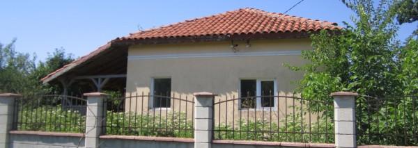 (Bulgarian) Дворно място с площ 1330 кв.м. ведно с Къща с площ 90 кв.м., с.Балканци, ул.Четвърта №24, общ. Генерал Тошево, ID: 364/16