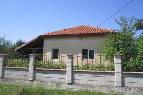 Дворно място с площ 1330 кв.м. ведно с Къща с площ 90 кв.м., с.Балканци, ул.Четвърта №24, общ. Генерал Тошево, ID: 364/16
