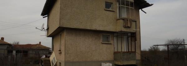 Дворно място с площ 1165 кв.м. ведно с вила със ЗП 39 кв.м., с.Жегларци, общ. Тервел, ID: 1306/20